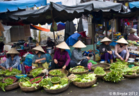 Vegetable market in Hoi An